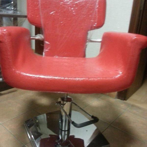 Кресло парикмахерское (красное, лаковое)